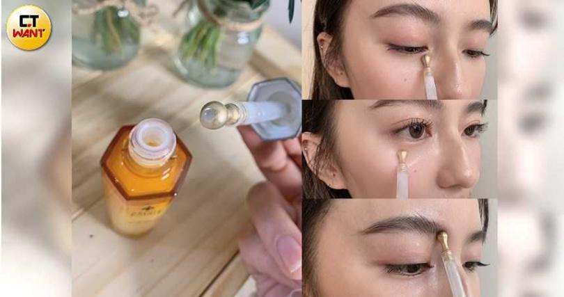 從黃金冰滴按摩儀中按壓出眼萃,接著再塗抹按摩眼下、眉頭,輕鬆按摩不求人,自己做也能很easy。(圖/吳雅鈴攝影)