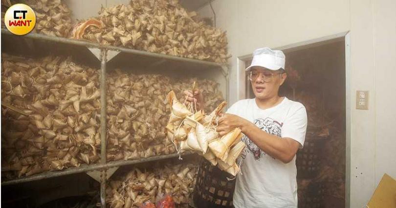 冷凍庫裡有15,000顆粽子,驚見老店實力。(圖/宋岱融攝)