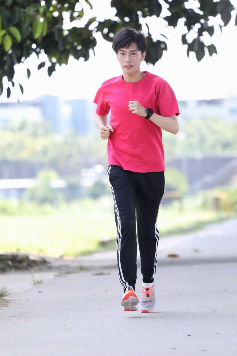 林語菲克服心魔,開始養成運動習慣。(圖/菲常動人音樂提供)