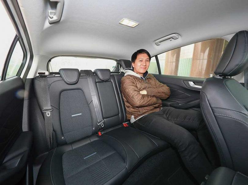 車身尺寸(尤其車高)較五門掀背版拉大,車室空間更寬敞。(圖/王永泰攝)