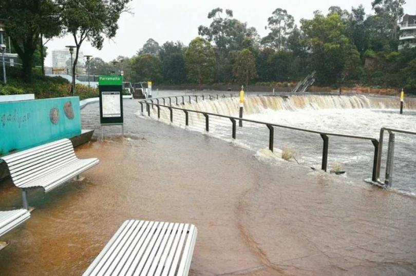 雪梨帕拉瑪塔河的河水7日淹過河岸。 (圖/歐新社)