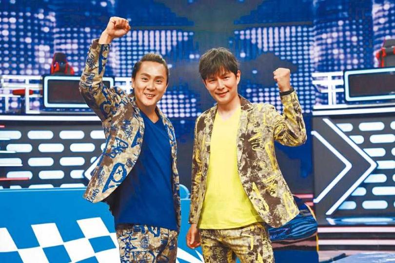 孫協志(右)、王仁甫近日主持新節目《幸福保衛戰》。(圖/民視提供)