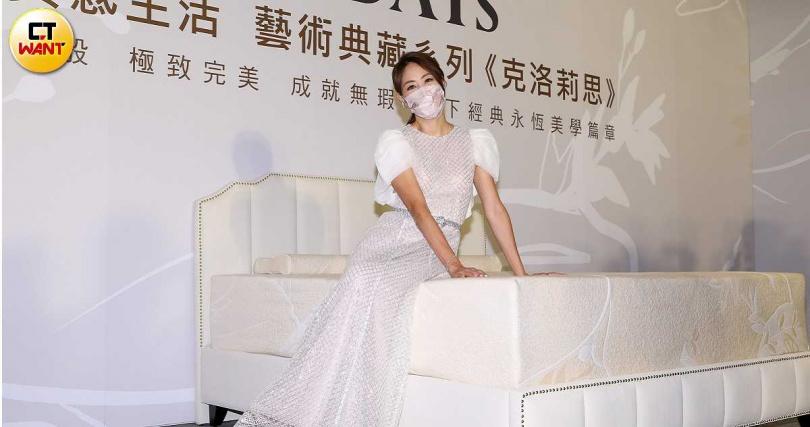 為寢具品牌代言,賈永婕自爆常和老公在床上做親密舉動。(攝影/焦正德)