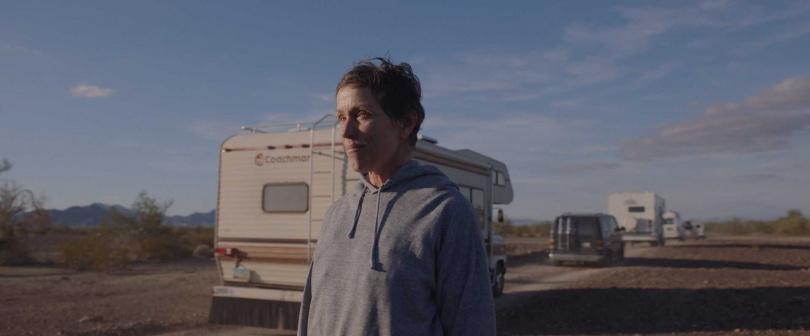 由影后法蘭西絲麥朵曼演出的《游牧人生》在金球獎拿下多項獎項,這次在奧斯卡也入圍六項大獎。(圖/探照燈影業提供)