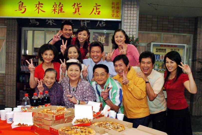 吳敏(第一排左2)和長青(第一排右2)交情多年。(圖/報系資料照)