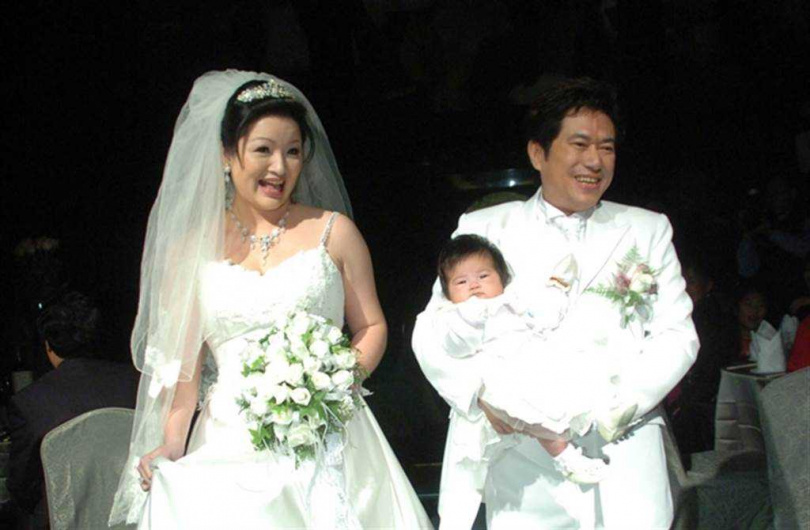 長青2007年梅開二度,歡喜迎娶小31歲的漂亮老婆。(圖/報系資料照)