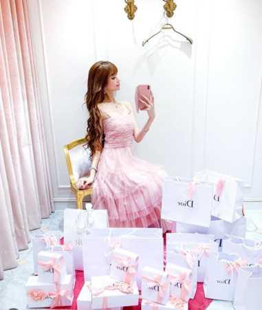 愛澤繪美里曾以Dior服飾配件當作犒賞員工的禮物,十分大手筆!