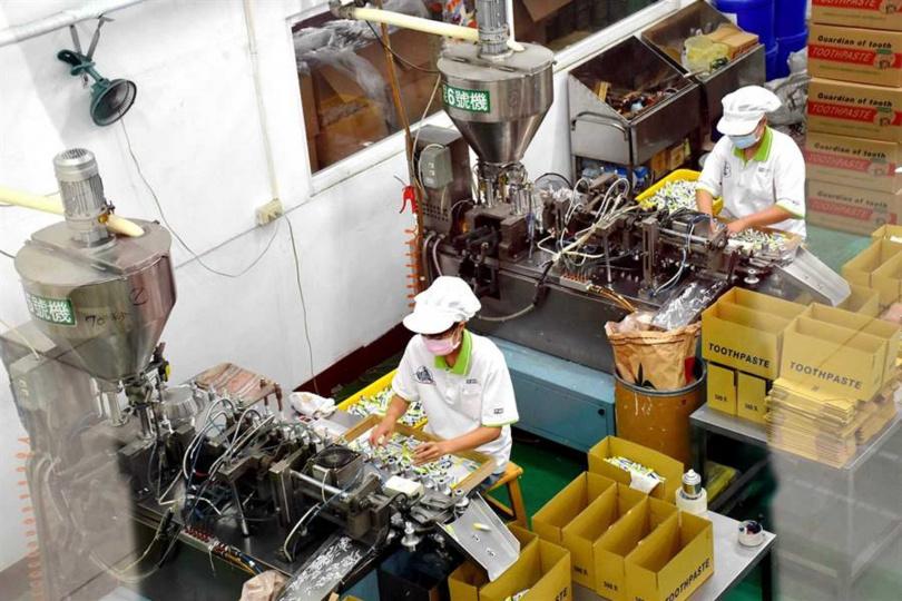 「白人牙膏」位於嘉義縣水上鄉的觀光工廠將包裝製程全部公開。(圖/呂妍庭攝)