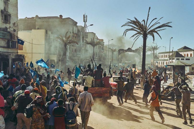 《逃出摩加迪休》背景雖然設定在索馬利亞,但全片於北非摩洛哥拍攝。(圖/翻攝自韓網)