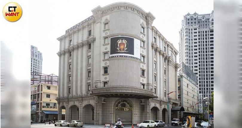沈女曾在台中知名海七酒店上班。(圖/黃威彬攝)