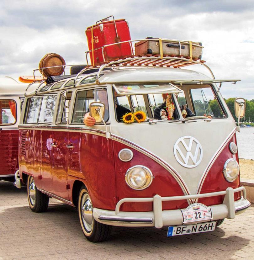 福斯在商旅車界中深耕最久,第一台T1 bulli生產至今已近70年歷史。(圖/翻攝自Volkswagen Nutzfahrzeuge臉書粉絲專頁)