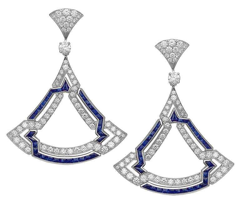 BVLGARI「Divas' Dream」系列頂級白K金鑽石耳環,鑲嵌68顆Buff-Top凸圓形切割藍寶石(總重約4.19克拉),2顆圓形切割鑽石與密鑲鑽石(D-F IF-VVS,總重約3.73克拉)╱2,400,000元。(圖╱BVLGARI提供)