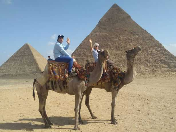 儘管2人相差45歲,他們在埃及見面後一拍即合。(圖/Daily Record)