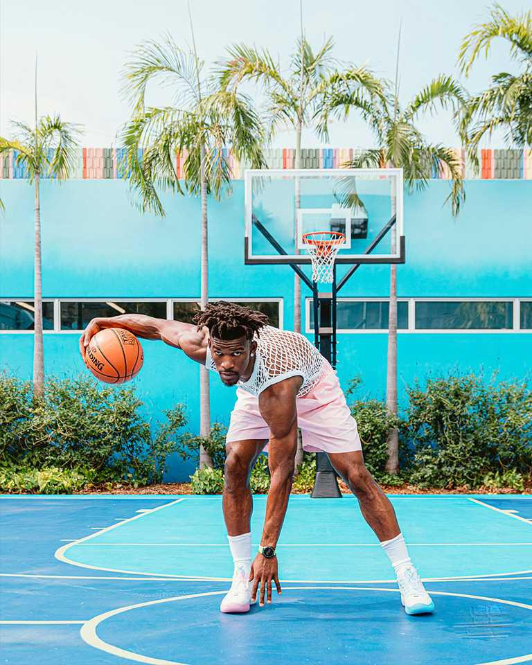 NBA職籃球星吉吉米巴特勒(Jimmy Butler),佩戴TAG HEUER「Connected」智能腕錶╱77,400元。(圖╱TAG HEUER提供)