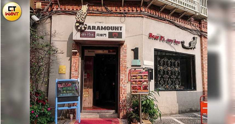 名為「any bar」的pub,假日下午常將場地租借給「BDSM同樂會」辦活動。(圖/本刊攝影組)