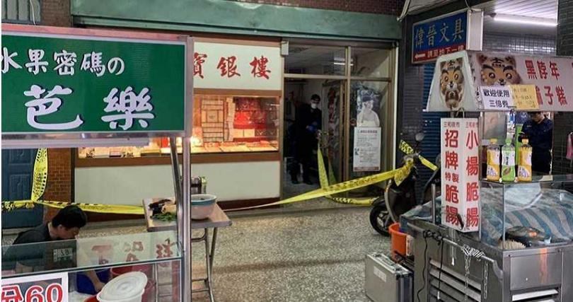 本月6日,李男才在大同區搶劫銀樓被移送,今日卻再度犯案、繼續搶劫。(圖/翻攝畫面)