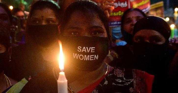 印度性侵事件頻傳,民眾對此都相當憤怒無奈,要求當局要有所作為。(圖/翻攝《indiatimes》)