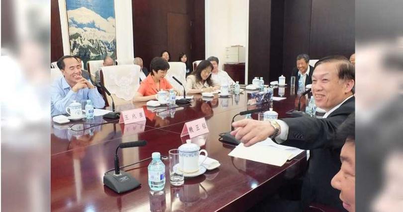 2014年間,商總理事長賴正鎰率理監事訪問團拜會大陸銀行。