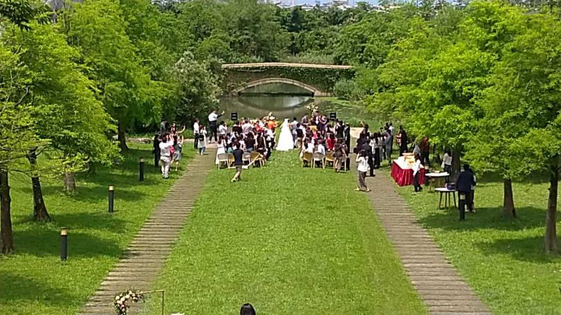 傳藝老爺行旅廣闊綠意盎然的自然環境,也是不少新人選擇舉辦戶外婚禮場所。(圖/胡華勝)
