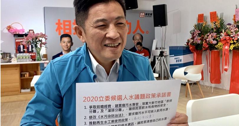 鄭宏輝今日簽署《2020立委候選人水議題政策承諾書》。
