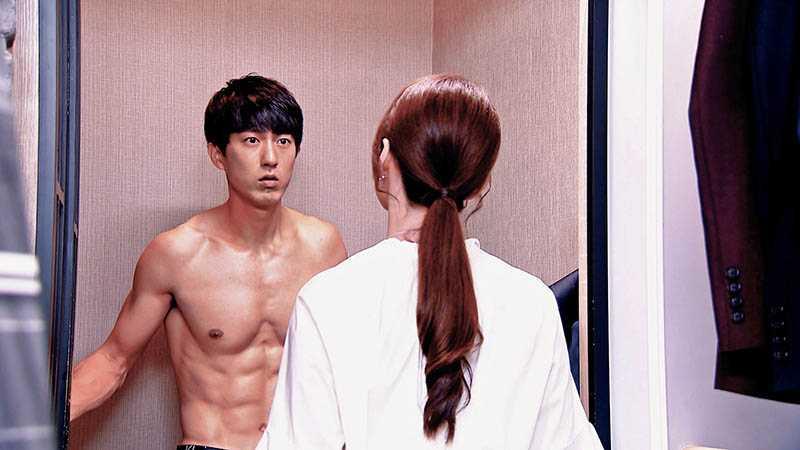 邱昊奇在《必勝大丈夫》中多次秀出精實肌肉,不浪費好身材。(圖/三立提供)
