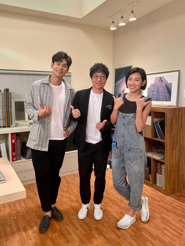 蔣三省(中)和《生生世世》演員楊子儀(左)、米可白(右)相見歡。(圖/JMS蔣三省音樂公司提供)