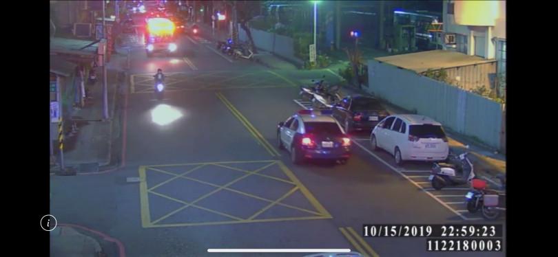 警方經調閱監視器,鎖定林嫌車輛,展開追緝。(圖/翻攝畫面)