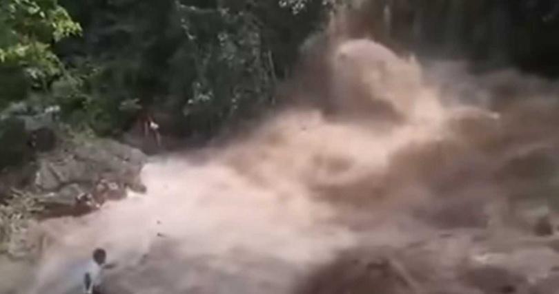 宿霧蒂努布丹瀑布僅短短13秒便山洪暴發。(圖/翻攝自Med Perolino YouTube)