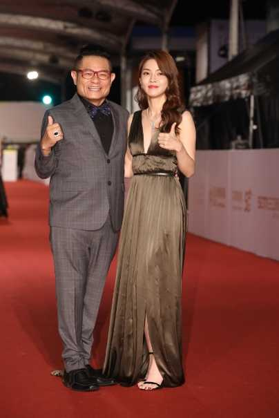 許效舜和嫩妻陳愉一起走紅毯。(圖/攝影組)