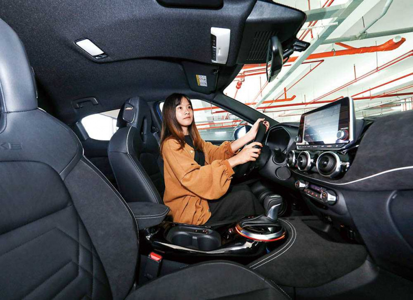車室使用大量軟性皮質內裝,質感提升許多。(圖/王永泰攝)
