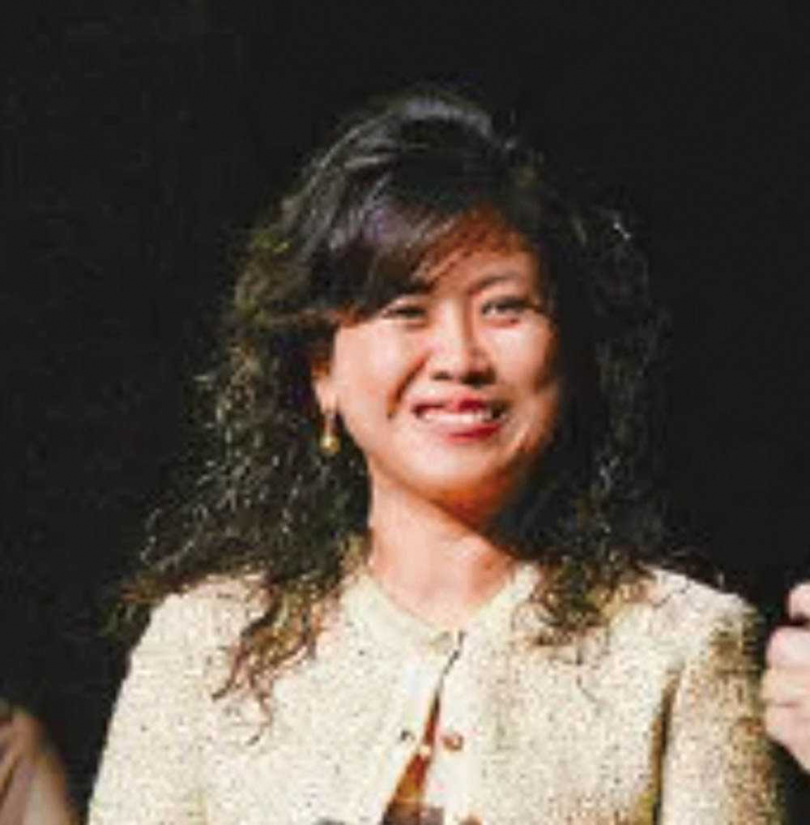 博信投資代表人劉一芝,曾任石原智惠的DEG集團總經理,也在石原智惠的2個基金會擔任董事。(圖/翻攝自大紐約區華人教育基金會)