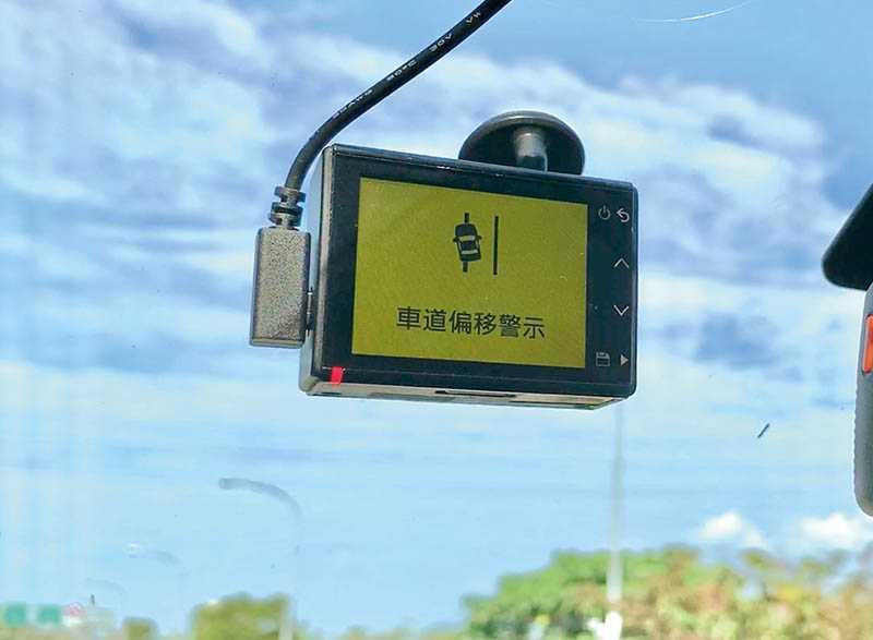 透過軟體的輔助,66WD還有前車車距警示、車道偏移以及測速照相的提醒功能。(圖/翻攝自GARMIN官網)