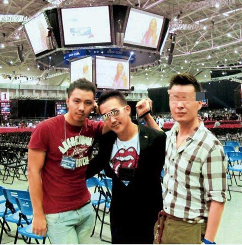 做直銷期間,吳昱鑫跟著工作伙伴一起開拓市場。(圖/吳昱鑫提供)