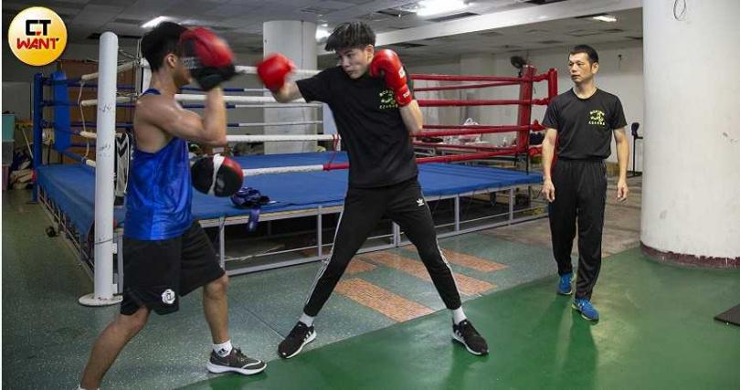 陳寬晋在花蓮培育學生深耕拳擊已邁入第11個年頭,是知名的「金牌教練」。(圖/黃威彬攝)