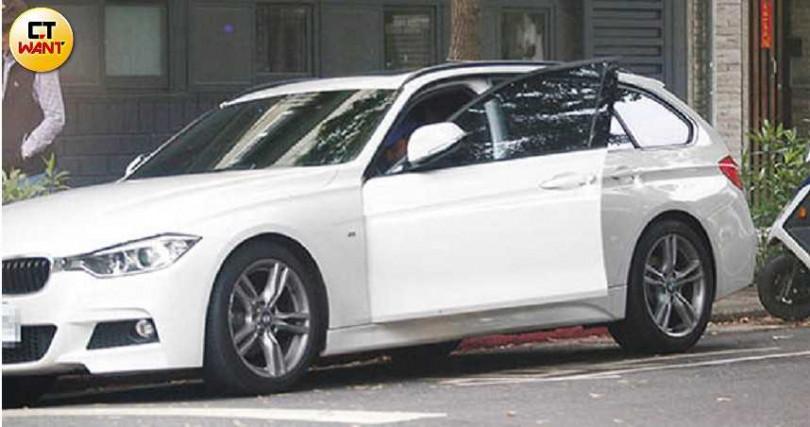 阮經天開著BMW 320i M Sport外出採買,返家後又換開蓮花跑車Lotus Exige Cup 260出門。(圖/本刊攝影組)