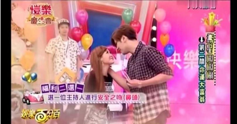 愷樂選羅志祥進行安全之吻。(圖/YouTube)