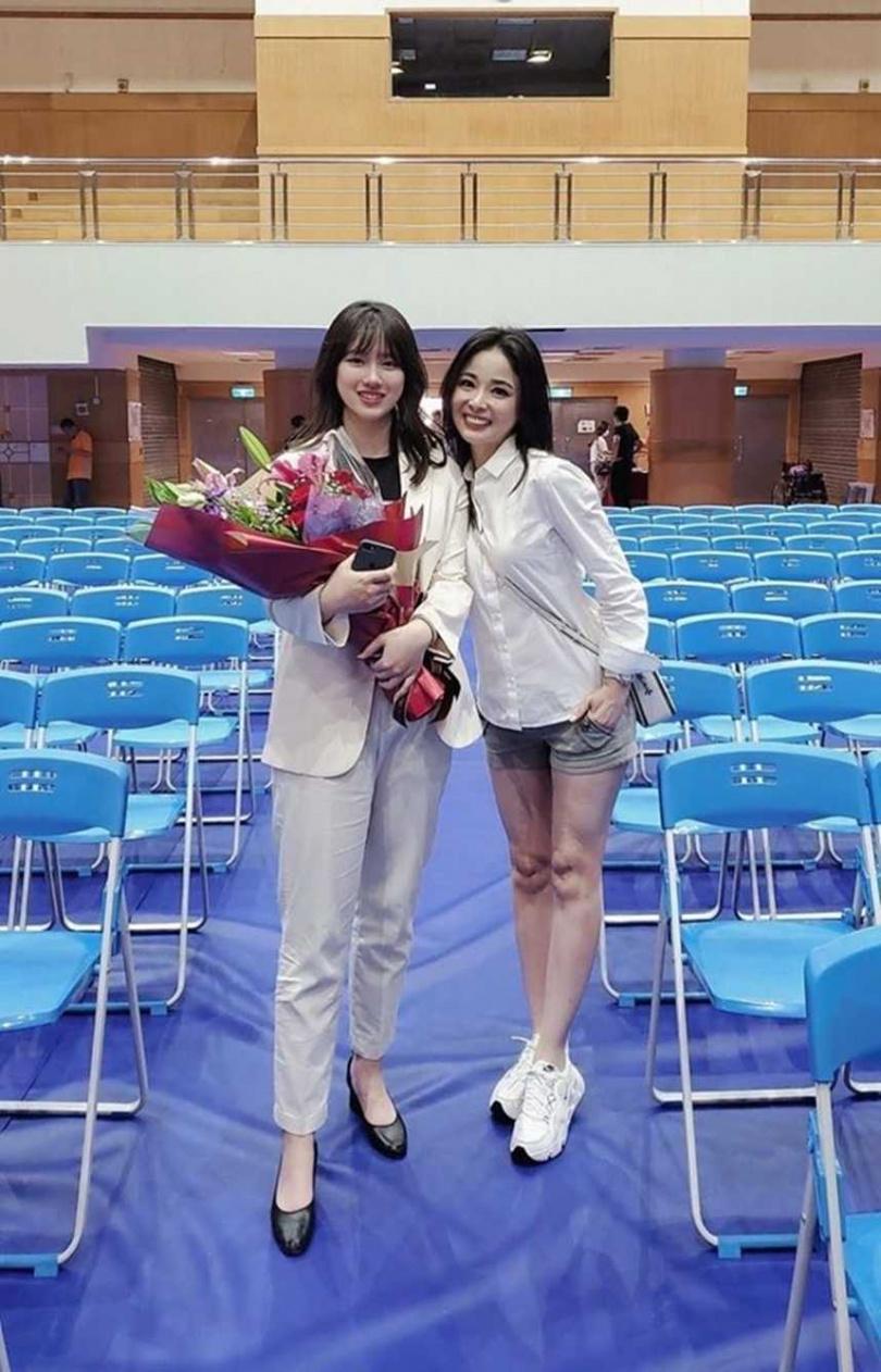 資深媒體人呂文琬女兒今年高中畢業,即將就讀東吳法律的她,絕美模樣曝光引發網友稱讚。(圖/翻攝臉書)