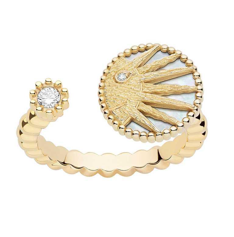 DIOR「Rose des Vents羅盤玫瑰系列」Rose Celeste太陽黃K金戒指 ╱114,000元。(圖╱DIOR提供)