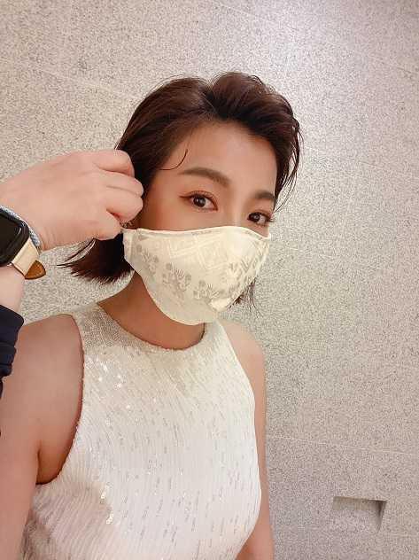 米可白金鐘獎佩戴的口罩也是阿諾的作品。(圖/艾迪昇傳播提供)