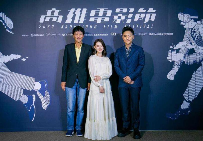喜翔(左起)、邱偲琹、鄭人碩今出席雄影開幕活動。(圖/雄影提供)