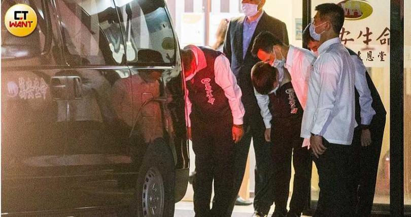 前總統李登輝遺體晚間暫時移至北榮懷恩堂。(圖/攝影黃威彬)