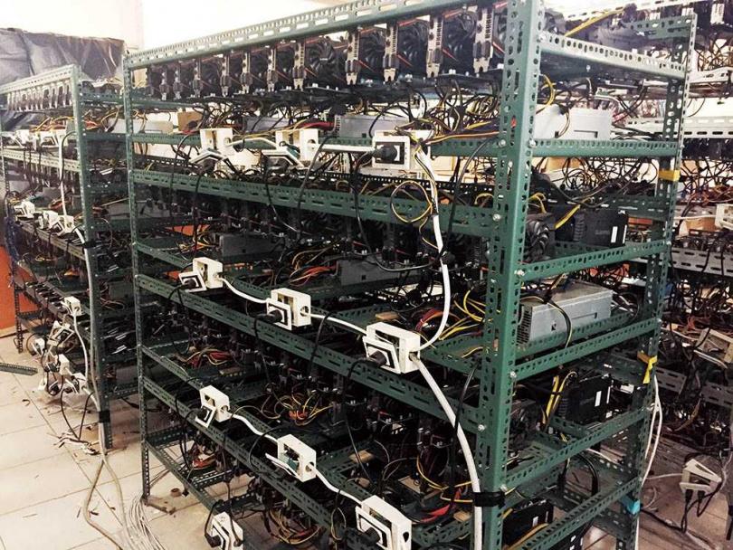 加密幣礦機耗電量極大,台電與警方已抓獲多起礦場竊電案,嫌犯須賠償的電費動輒上千萬元。(圖/警方提供)