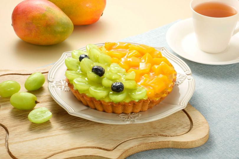 亞尼克在產季期間推出的「鮮芒白葡萄雙享派 」。(圖/亞尼克)