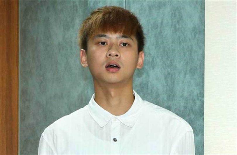 金陽2015年被警方查獲持有、吸食⼤⿇,在記者會上5度鞠躬落淚道歉。(圖/中國時報系)