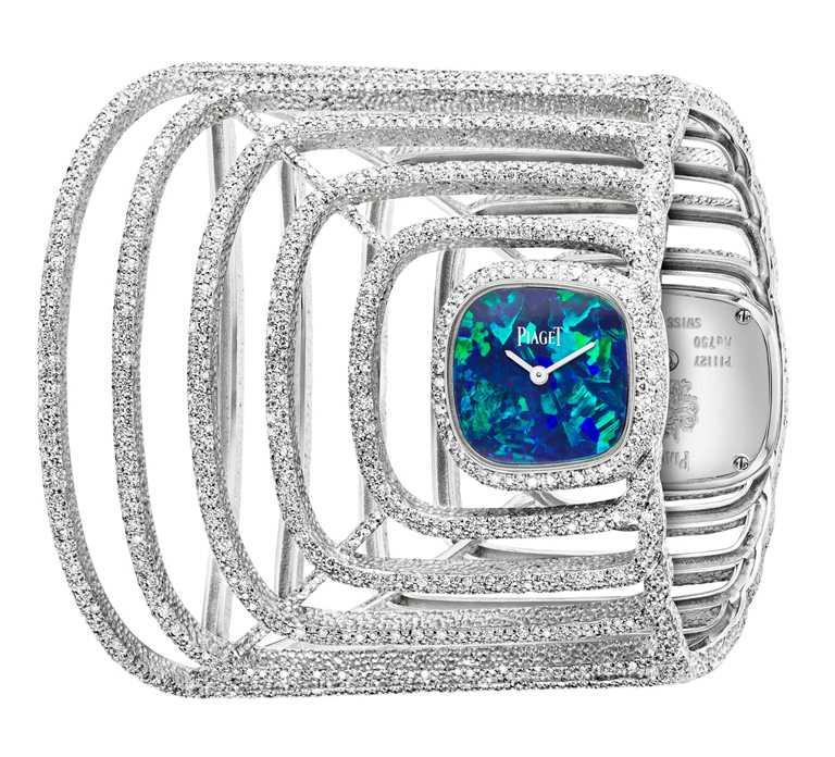 PIAGET「Extremely Piaget系列」18K白金雙面錶盤高級珠寶手鐲腕錶,可翻轉雙面錶盤,鑲嵌黑蛋白石及黑瑪瑙,18K白金錶殼,23mm,2,008顆鑽石╱6,850,000元。(圖╱PIAGET提供)