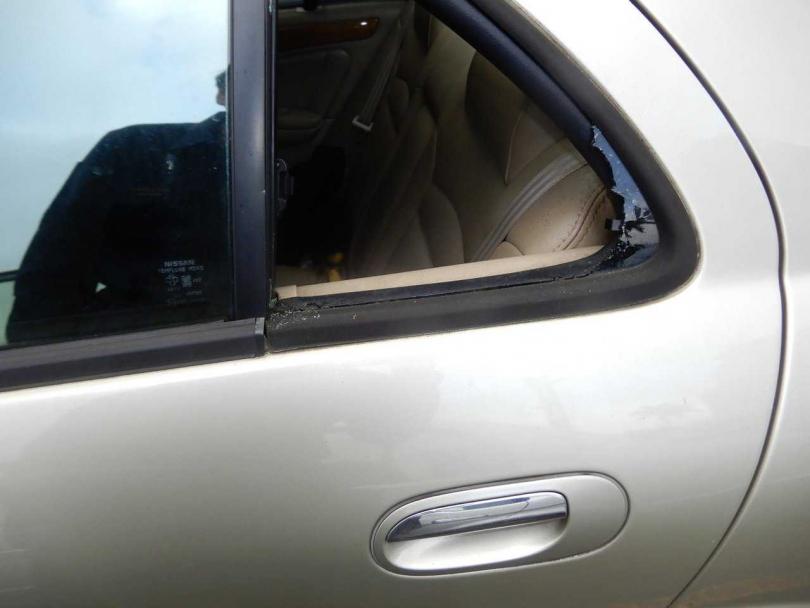 以石頭或螺絲起子爆竊汽車,是張男慣用手法。