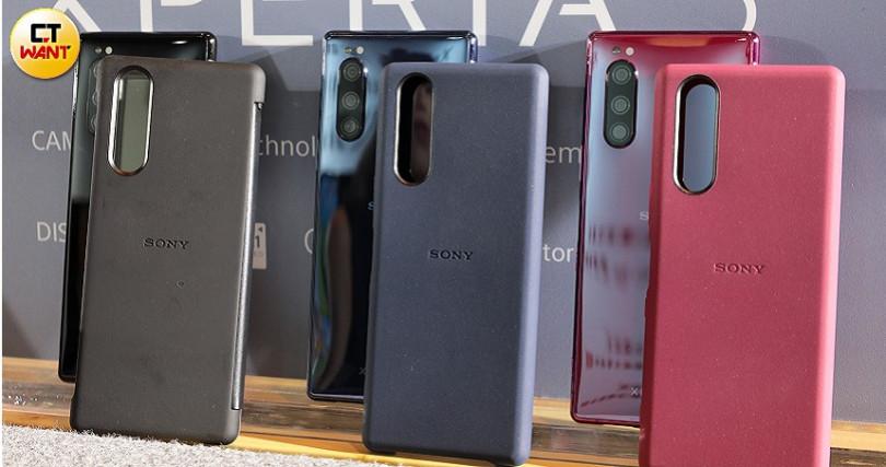 SONY也推出2款針對Xperia 5的保護套。(圖/馬景平攝)