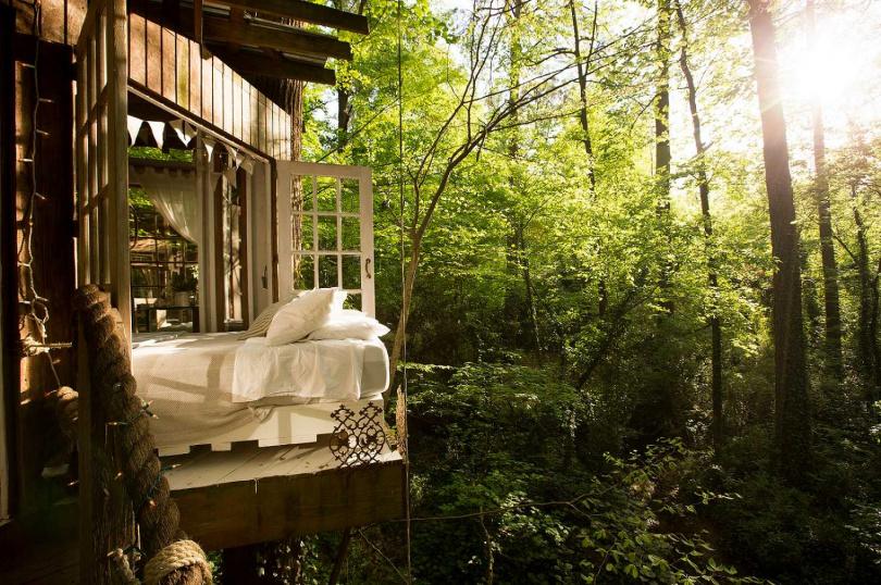 位於美國亞特蘭大的樹屋幽靜自然,宛如與世隔絕。(圖/業者提供)