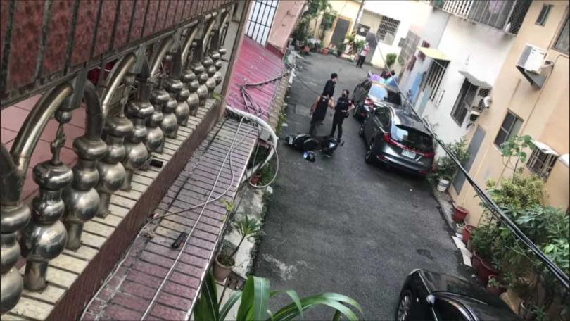 移工外戶外大吼叫,警方獲報趕往後,發現是因為思鄉之情,一時情緒失控導致。(圖/取自臉書仁武人大小事)