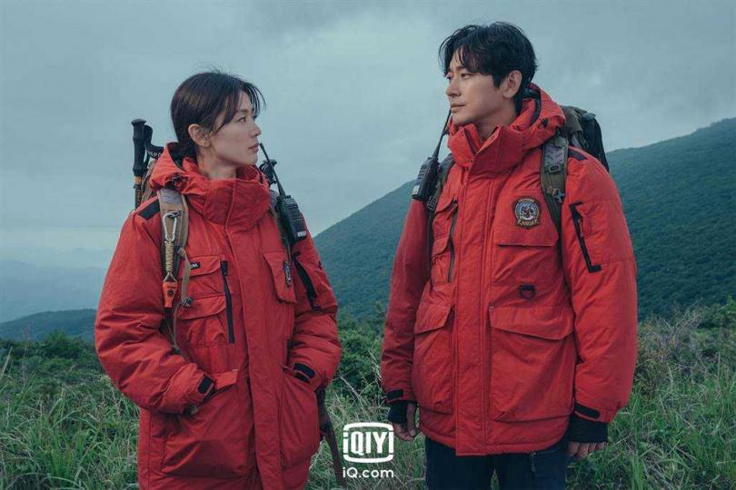 全智賢、朱智勛主演《智異山》本月23日播出。(圖/愛奇藝國際站提供)